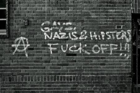 גרפיטי שמאלני נגד ג'נטריפיקציה בנויקלן, ברלין (מקור: היפסטר אנטיפה).